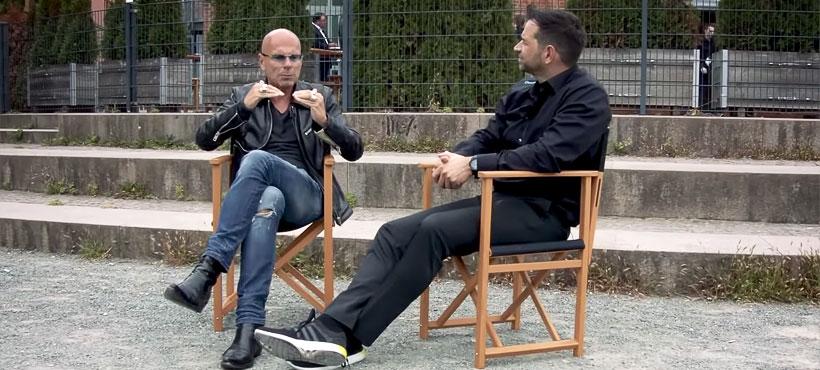 Auf dem Bild erkennt man Stefan Stoll als Interviewpartner und Sven Zuschlag, CEO smapOne, im Interview