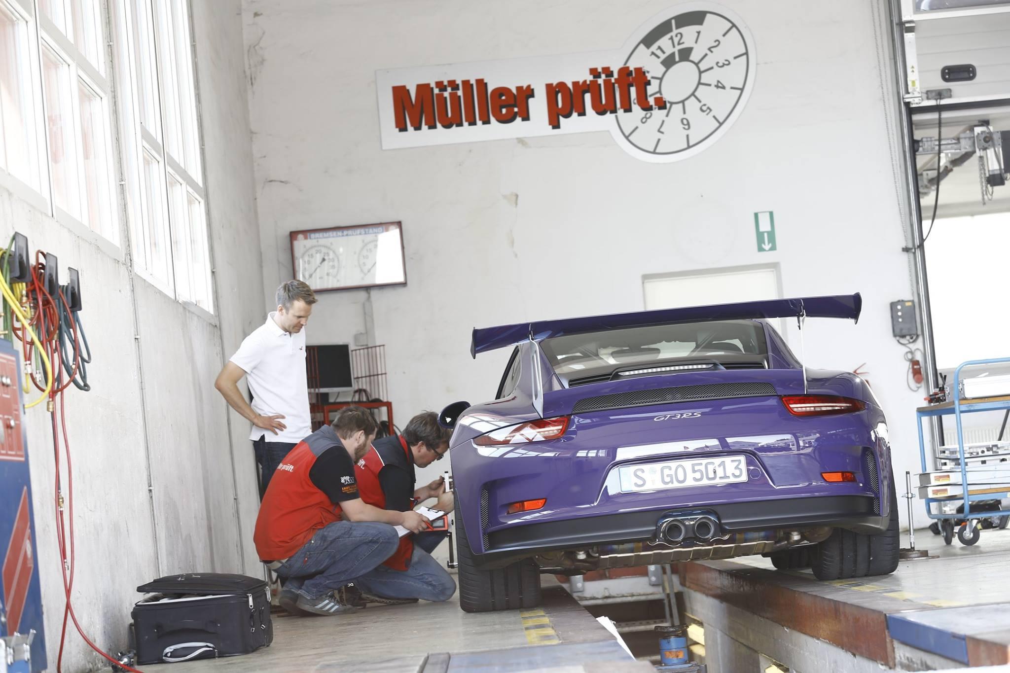 """Digitale Sportwagen-Kontrolle bei """"Müller prüft"""""""